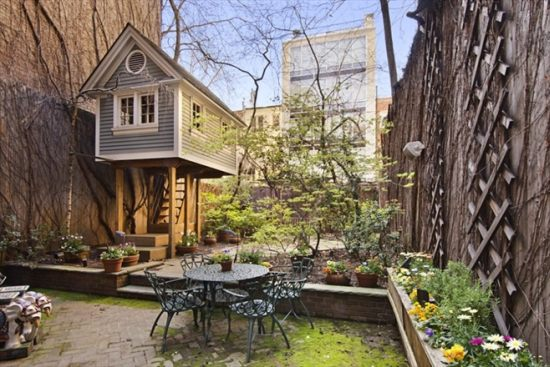 Manhattan wooden home with a treehouse 1
