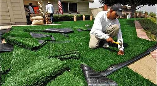 artificial grass installation in your lawn (1)