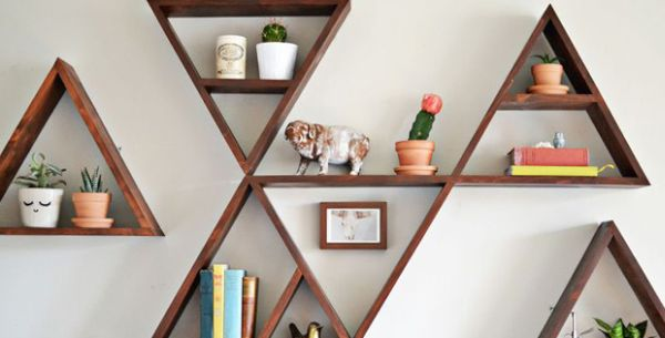 Floating shelves in pyramidal shape