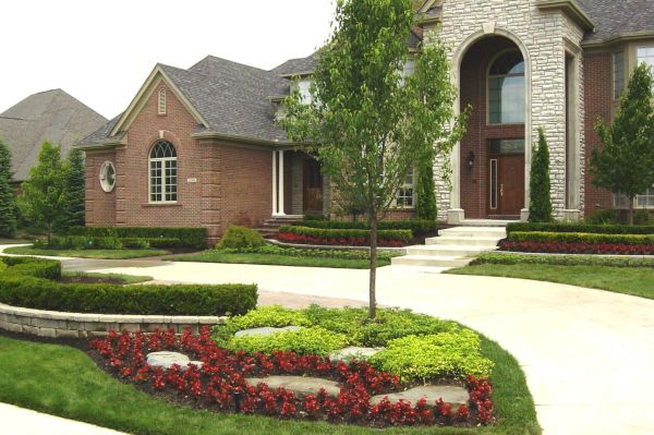Front yard landscaping (4)