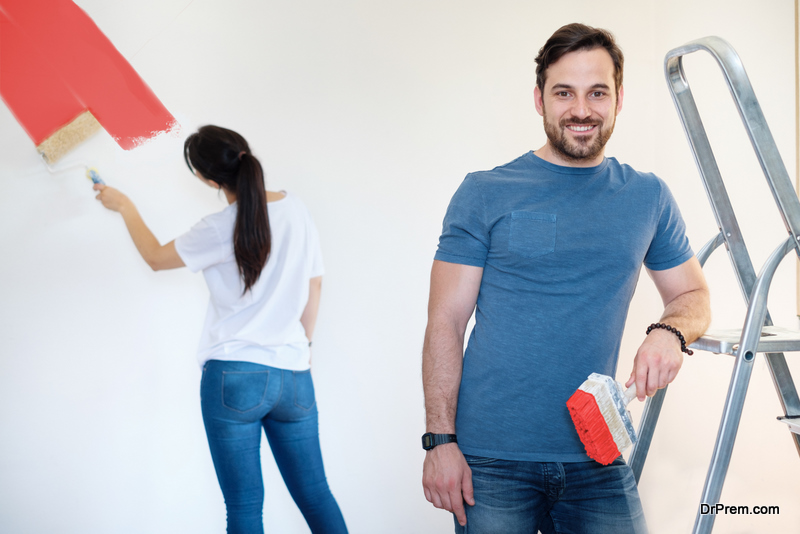 COUPLE-PAINTING-THE-HUMDRUM-WALLS